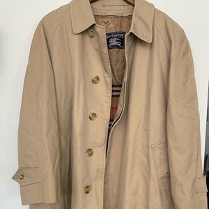 Vintage Burberrys authentic women's trench coat